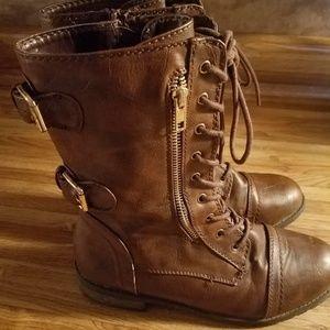 Size 8.5 combat boots